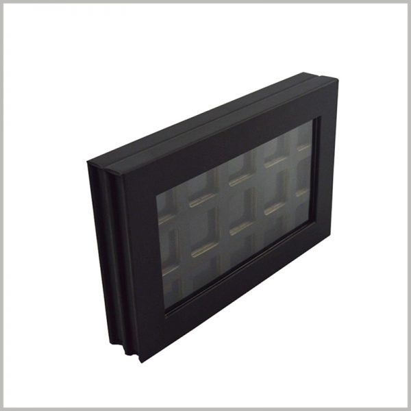 black cardboard eyeshadow packaging boxes with windows.The packaging box has a clear window, which can meet consumers' desire to peek at the product, which is conducive to product display.