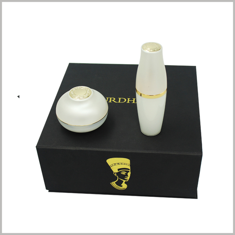 black square cardboard boxes for skin care product packaging.This uniquely designed cardboard box plays a good role in protecting fragile skin care glass bottles.