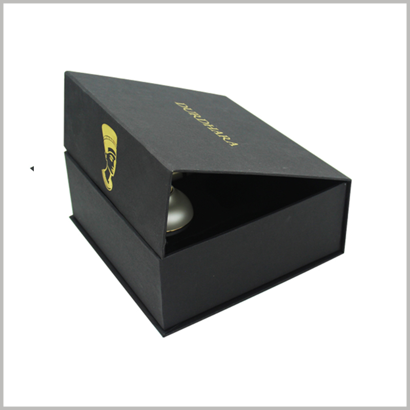 black square skin care product packaging boxes wholesale.This black square box is opened with a flip-type, and a small magnet is embedded in the flip-cover to automatically open the package.