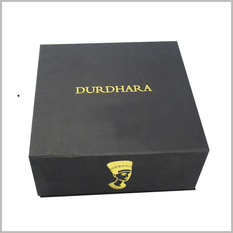 black square skin care product packaging boxes with bronzing printing.The packaging design is simple, with only the brand name and logo, but it has made a deep impression on the brand.