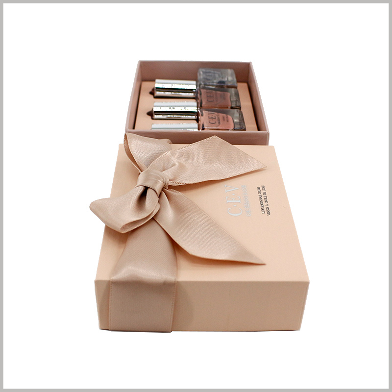 3 bottles of nail polish gift boxes wholesale. The top of the nail polish packaging lid uses wide silk as gift bows, which enhances the gift value of cosmetics.