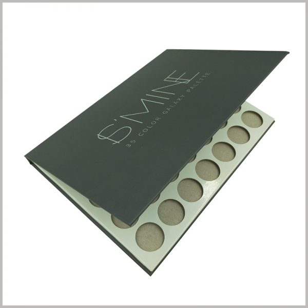 Black cardboard eyeshadow palette packaging boxes. Brand information and product information are printed on the top of the cardboard eye shadow palette package to increase the brand value of the product.