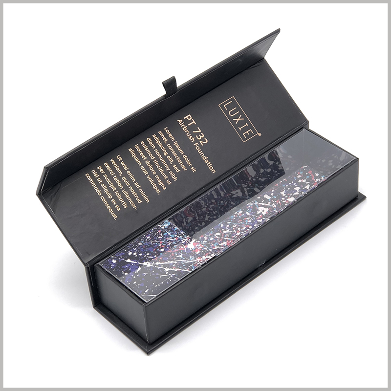 Black flip packaging for single makeup brushes boxes. The inside of the box lid has detailed product information formed by bronzing printing, and customers can quickly understand the relevant information.