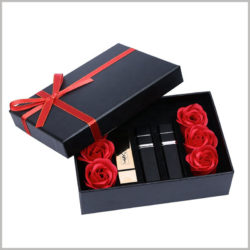Black lipstick gift boxes packaging with flowers. In the center of the hard cardboard gift box, three lipsticks can be placed side by side, and three roses on each side of the lipstick are used as embellishments.