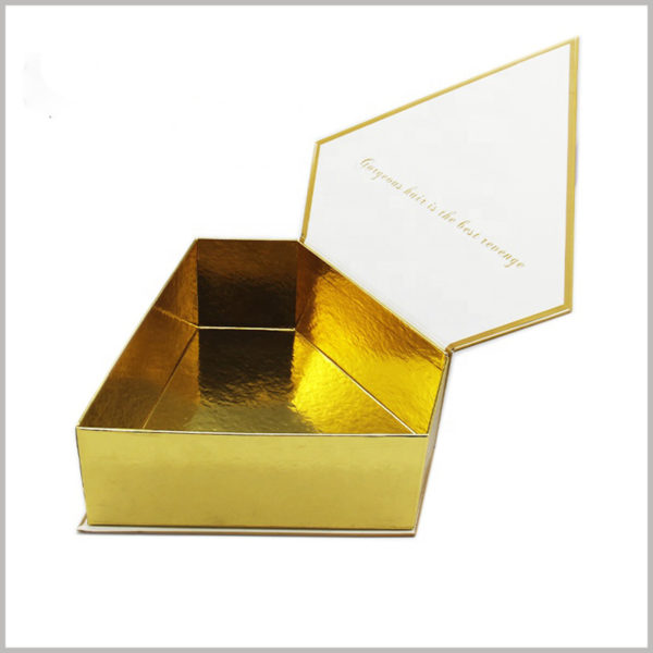 Creative diamond-shaped packaging design for wigs collection boxes, The inside of the box uses gold cardboard as decoration, which shows the high-end and value of the packaging.
