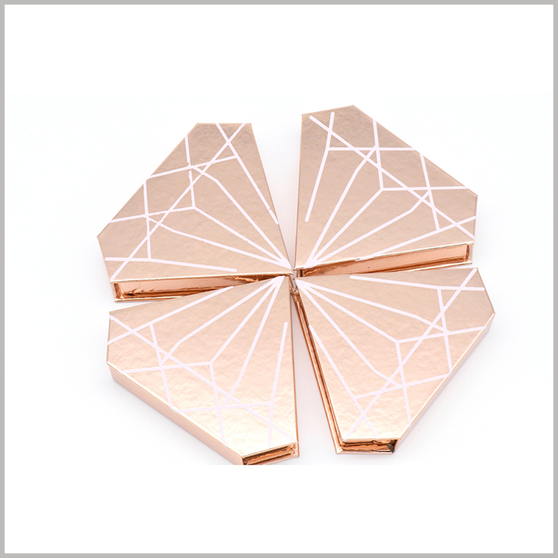 Diamond-shaped creative packaging boxes for eyelashes.This false eyelash box makes it easier to promote and sell the product.