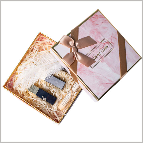 Gift packaging for lipstick subscription boxes.On the front of the custom packaging box, wide silk cloth is used as gift bows, which effectively increases the value of the product.