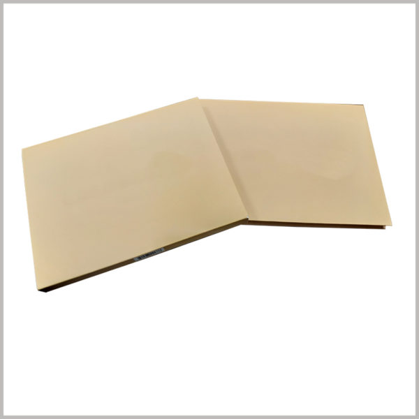 Kraft paper packaging for eye shadow box. Brown eyeshadow palettes are rare, but they can attract customers' attention