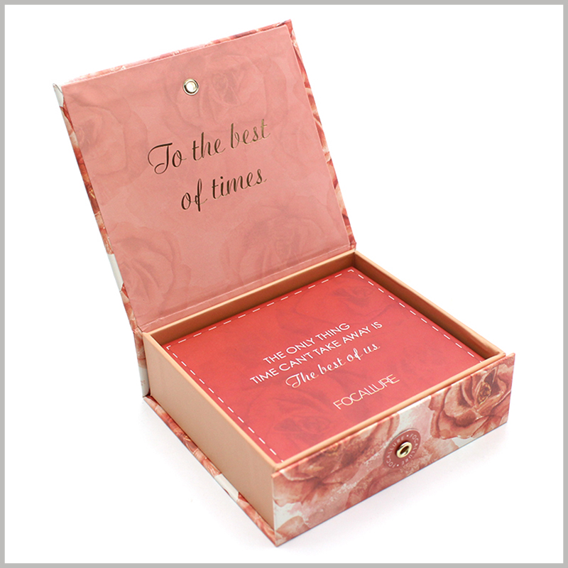 Printed cardboard packaging for lip gloss box sets. The printed red cardboard covers the top of the box and can be used as a blessing card or promotional card.