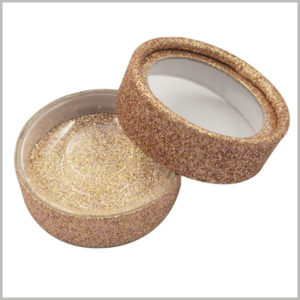 Shinny false eyelash tube packaging box with transparent window. The outside and inside of the paper tube are decorated with shiny gold cardboard to make the false eyelashes look more high-end.