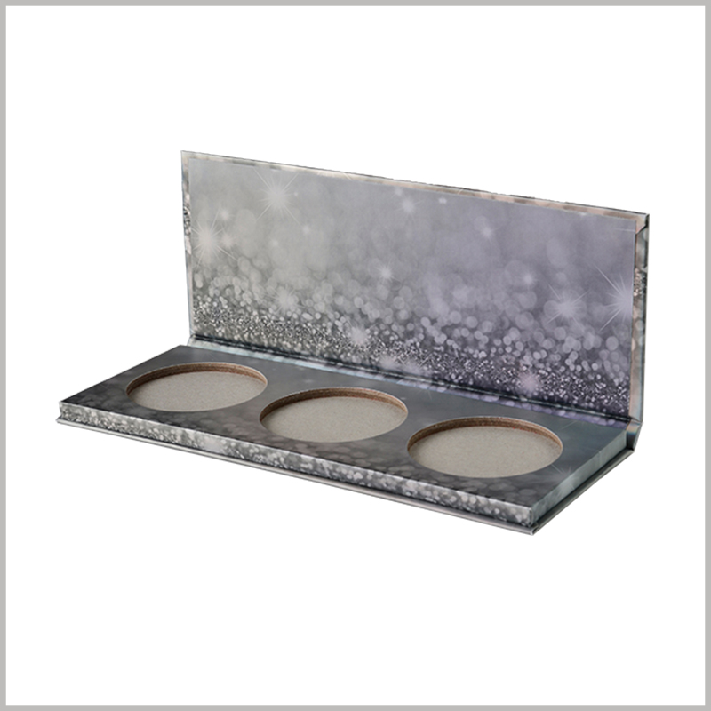 Three-color eyeshadow palette packaging boxes. Three different styles of eye shadow are arranged side by side inside the box, making it easy and convenient to use multiple eye shadows.