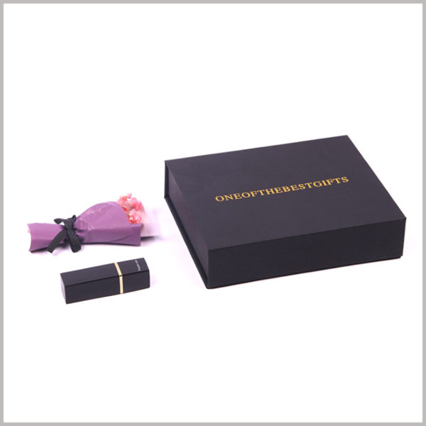 Custom black cardboard gift boxes for lipstick set.The black gift boxes are printed with brand information on the front, which will allow customers to buy products with confidence.