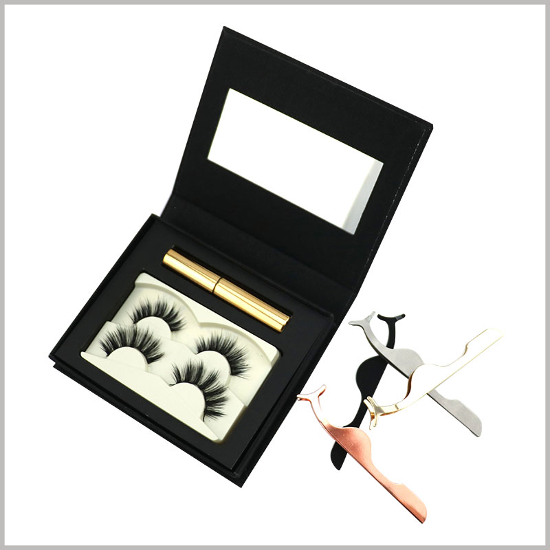 black eyelash packaging box for two pairs with mirror. There is a black EVA inside the eyelash boxes to divide the space, and false eyelashes and eyeliner can be placed separately.