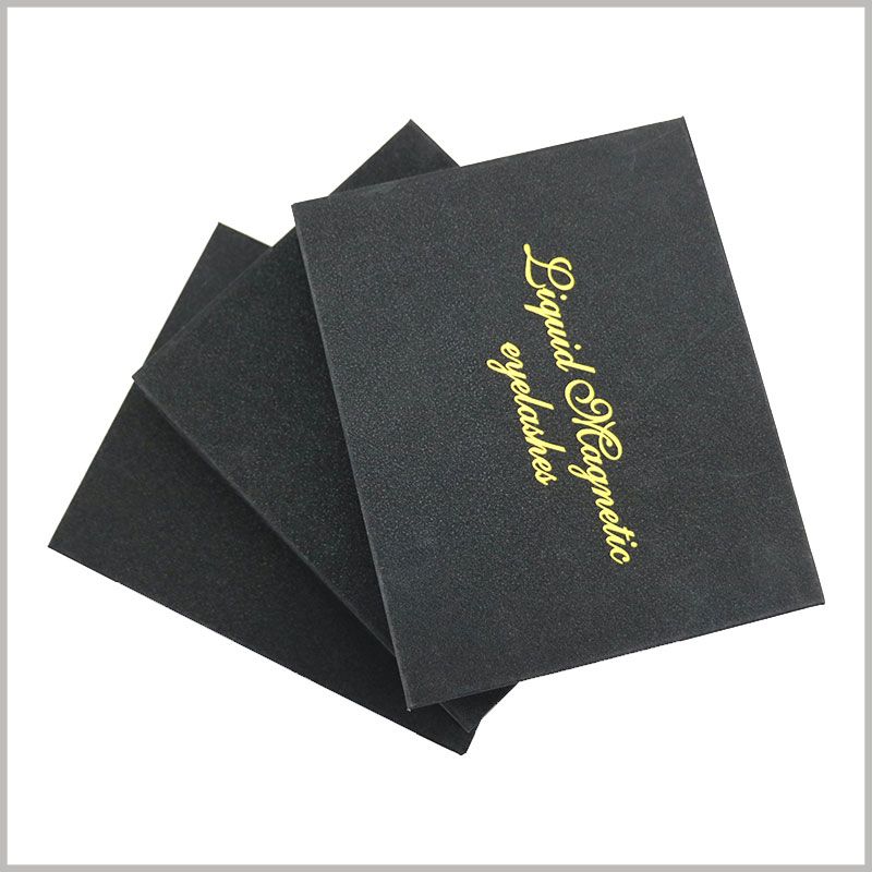 black eyelash packaging custom. The brand name is bronzing printed on the top of the black product packaging lid to increase the value of the brand's eyelashes