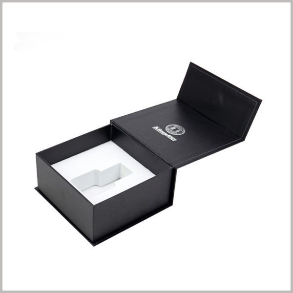 Custom black small cardboard boxes for 30ml perfume packaging.Information such as the brand logo and brand name is printed inside the lid of the box.