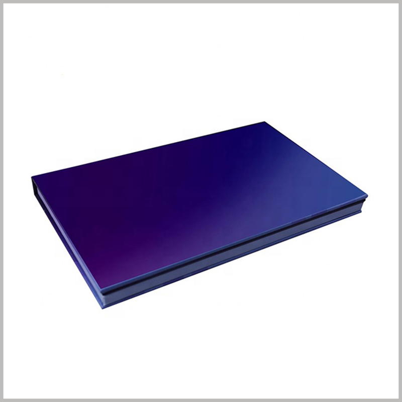 cardboard eyeshadow packaging boxes wholesale. The thickness of the eyeshadow boxes is relatively small and belongs to a flat packaging structure, which takes up little space and is easy to carry.