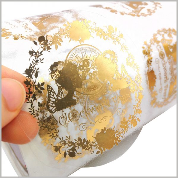 clear round gold cosmetic labels.The brand information and main patterns are completely presented to customers visually in gold, with a luxurious atmosphere.