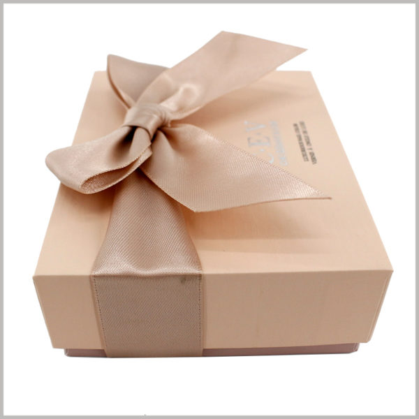 custom cardboard nail polish gift boxes packaging.The square cardboard gift boxes are sturdy and durable, which can better protect the products inside the package.