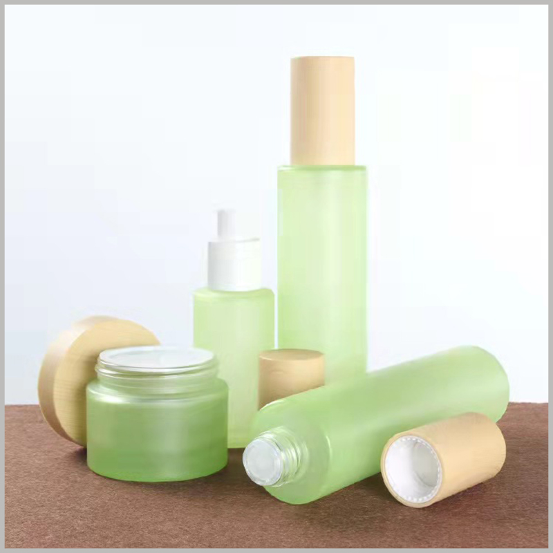 custom green glass bottles for skin care products.Shiny fashion cosmetic containers, green bottles and jars, can meet your various needs.