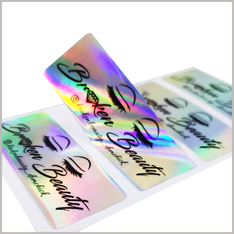 custom hologram labels for eyelash packaging.The label can be easily removed from the backing paper, and it can be firmly pasted on the false eyelashes packaging, which is very convenient.