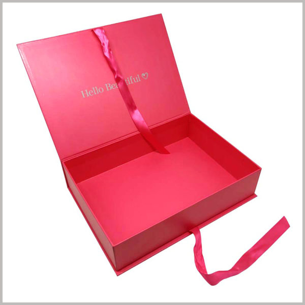 custom red gift boxes for hair extensions packaging. The entire packaging box is urban red, and the brand name is printed on the inside of the lid, which makes the customer deeply impressed by the brand.
