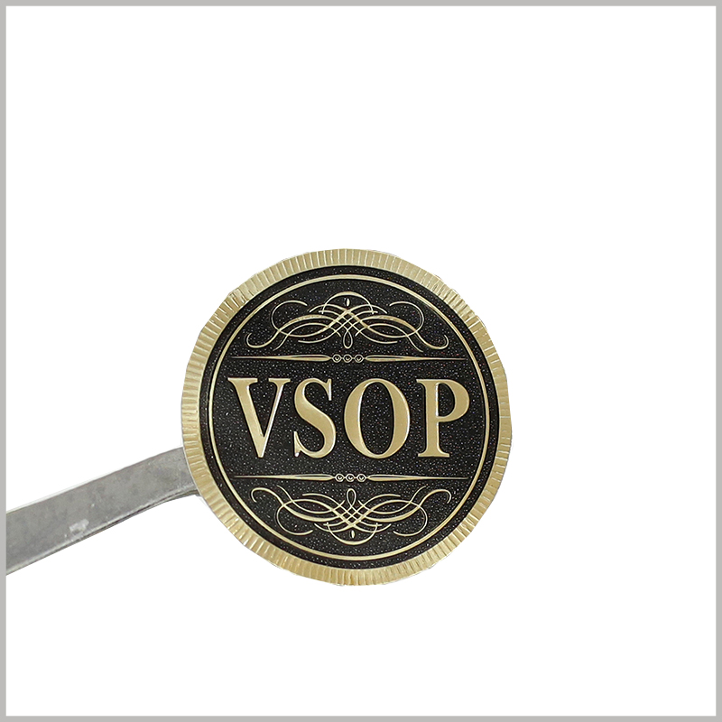 custom round label with bronzing printing. The golden font and the visual sense of emboss immediately increased the value of the product and the brand a lot, and customers felt the speciality of the product.
