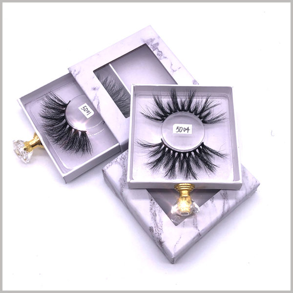 custom small cardboard drawer boxes for lashes packaging.The inside of the custom package has a clear blister to hold false eyelashes.