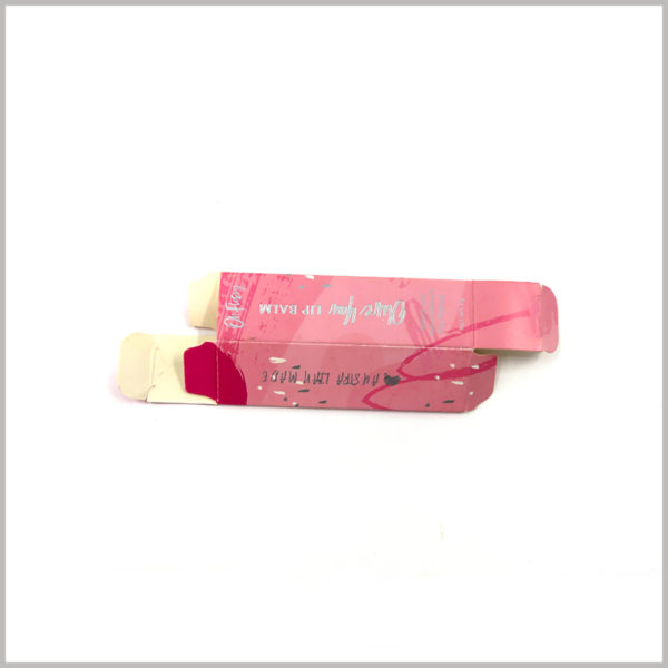 foldable cosmetic packaging for lip balm boxes. The materials used in custom packaging are thin, so the box can be fully folded, which is helpful to reduce the space occupied by the lip balm packaging when it is idle.
