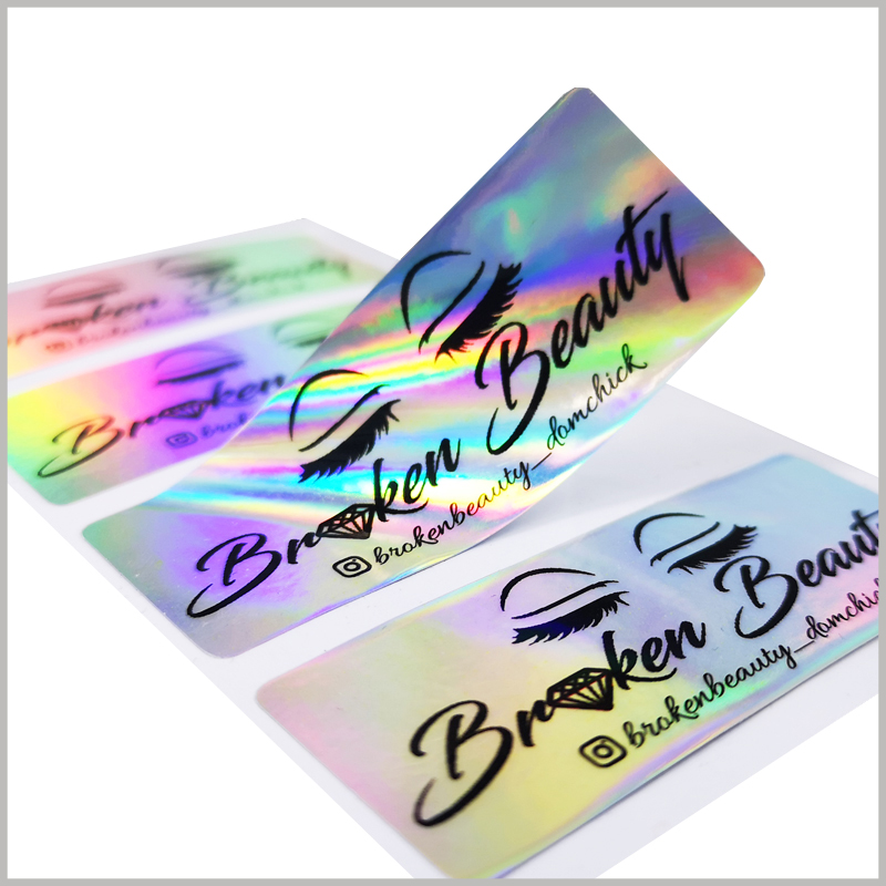 hologram labels for eyelash packaging.The eye and false eyelash patterns, brand name and other main information are printed on the customized label, which can quickly attract the attention of customers.
