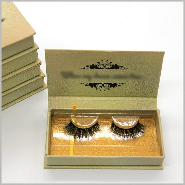 luxury gold cardboard eyelashes boxes with blister packaging.Under the clear blister inside the box, there is a piece of gold cardboard, which can beautify the inside of the eyelash packaging.
