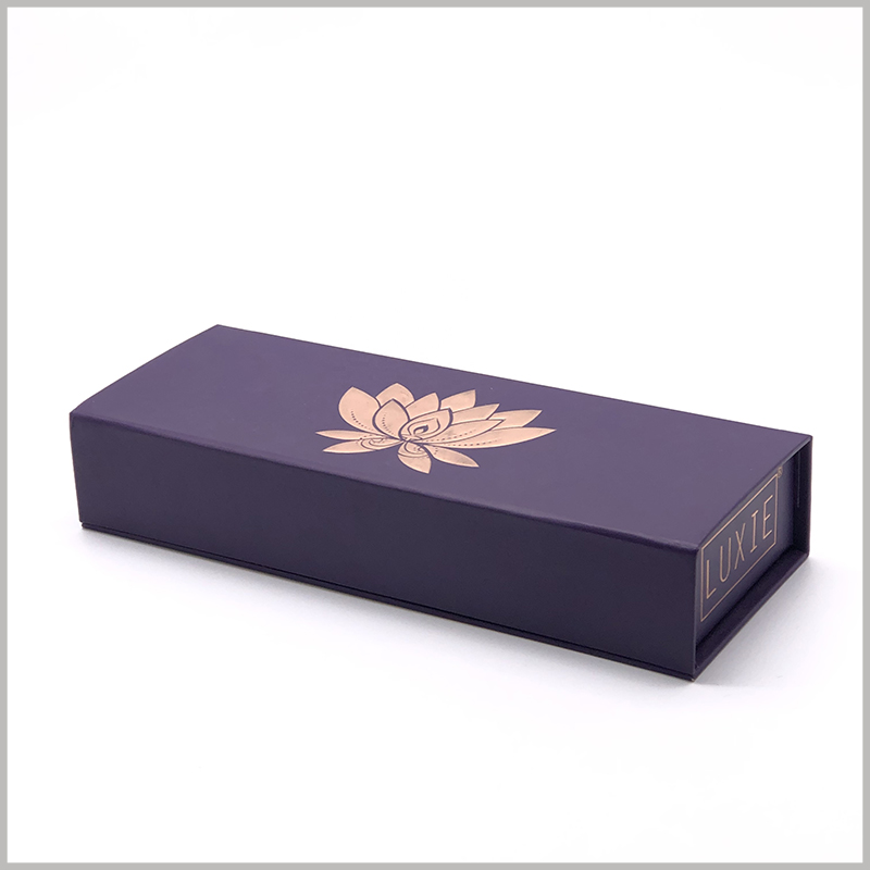 luxury makeup brush packaging boxes wholesale. A specific logo formed by bronzing printing + emboss printing on the top cover of the small gift box can make the packaging and products more high-end.