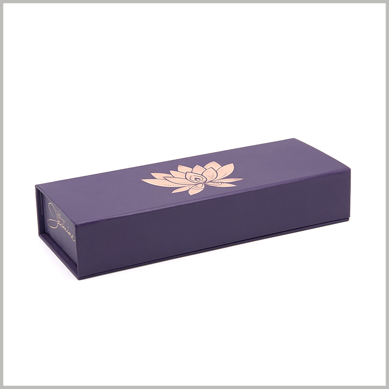 luxury makeup brush packaging boxes with bronzing printing. As the main element of packaging design, purple can make the overall cosmetic packaging more artistic, and it is welcomed by female consumers.