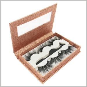 shiny eyelash packaing box with window for lot of 3 pairs. The gold card tray has a shiny luster, which can increase the attractiveness of eyelash packaging.
