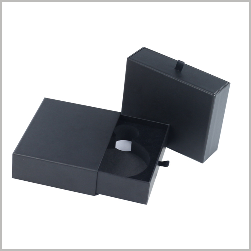 small black cardboard boxes for perfume bottle packaging.The inside of the box has black flocking EVA. The hollow part of EVA is consistent with the perfume glass bottle, which can embed the perfume in it.
