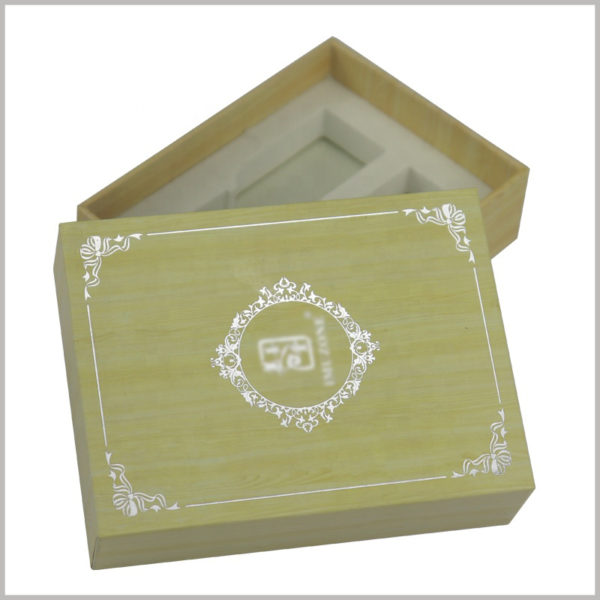 small cardboard packaging for essential oil boxes. Essential oil packaging has a certain hardness and pressure resistance, which can well protect the essential oil products inside the packaging.
