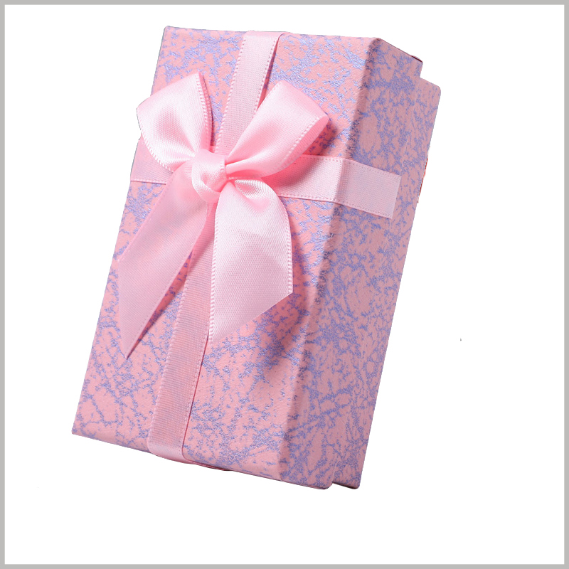 small cosmetic gift boxes with bows. The packaging patterns of customized gift boxes are completely customizable, attracting customers' attention with unique and artistic packaging styles.