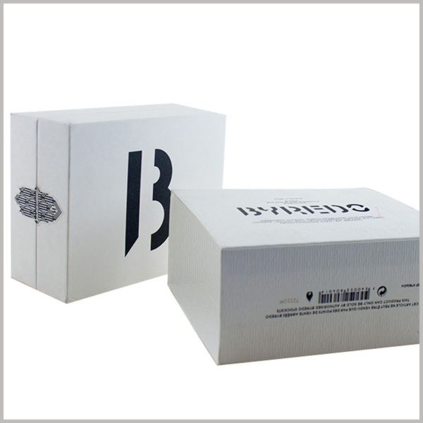 white small cardboard gift boxes for perfume bottles packaging.In addition to the brand logo on the front of the perfume packaging, more detailed product and brand information is also printed.