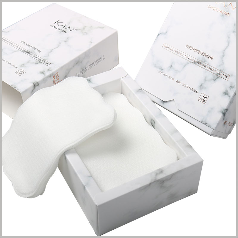 white small cotton pads box packaging. The inner packaging box is specially designed and folded, and the inner packaging box appears to have a large thickness, which improves the value of cosmetic packaging.